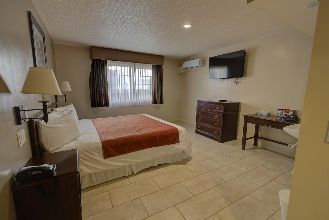 Bonanza Inn Guestrooms - Accessible King Room