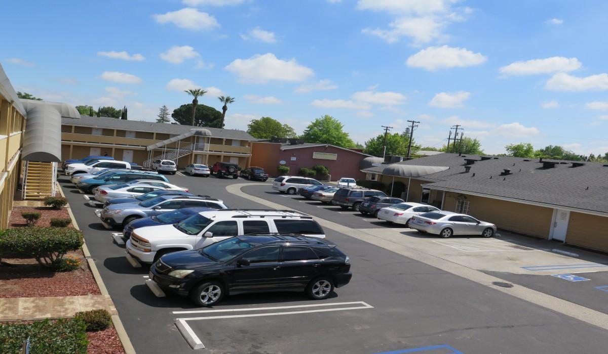 Bonanza Inn Yuba City - Bonanza Inn Yuba City parking lot