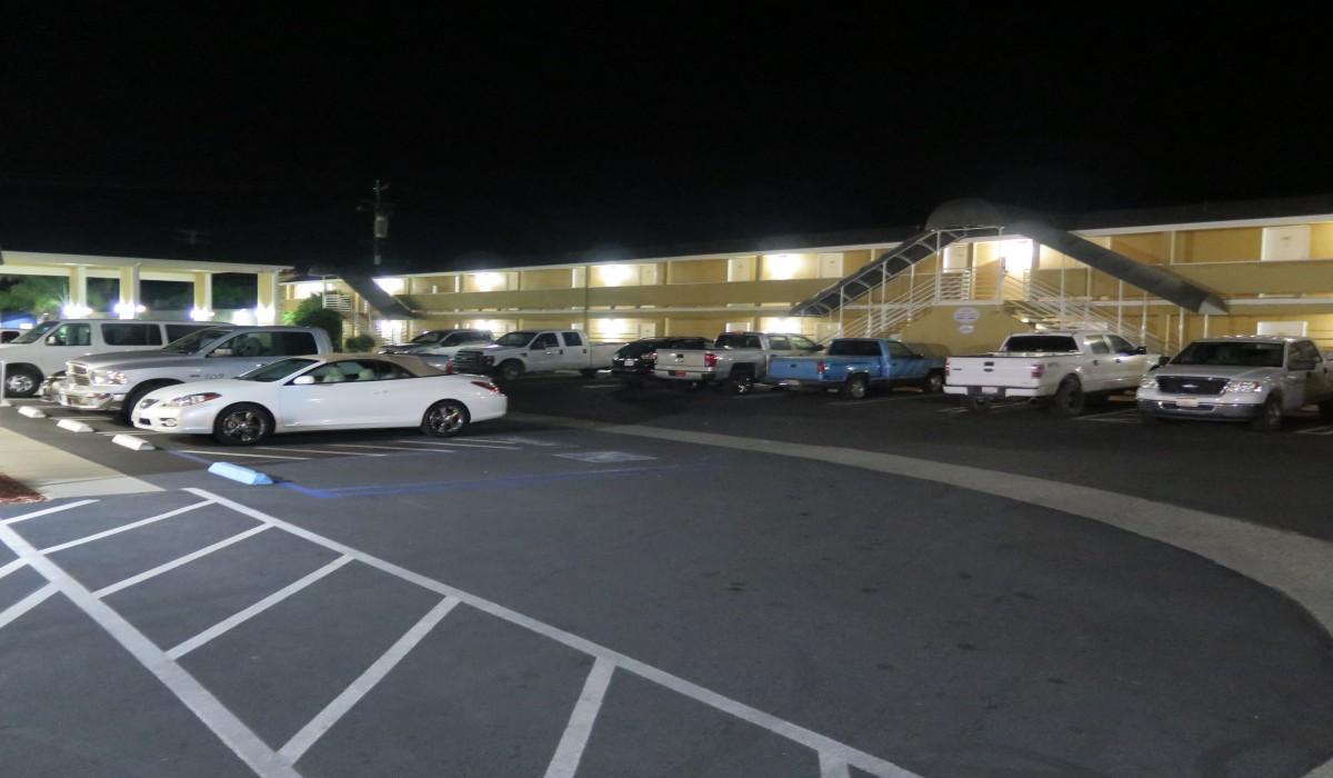 Bonanza Inn Yuba City at Night - Bonanza Inn Yuba City at night