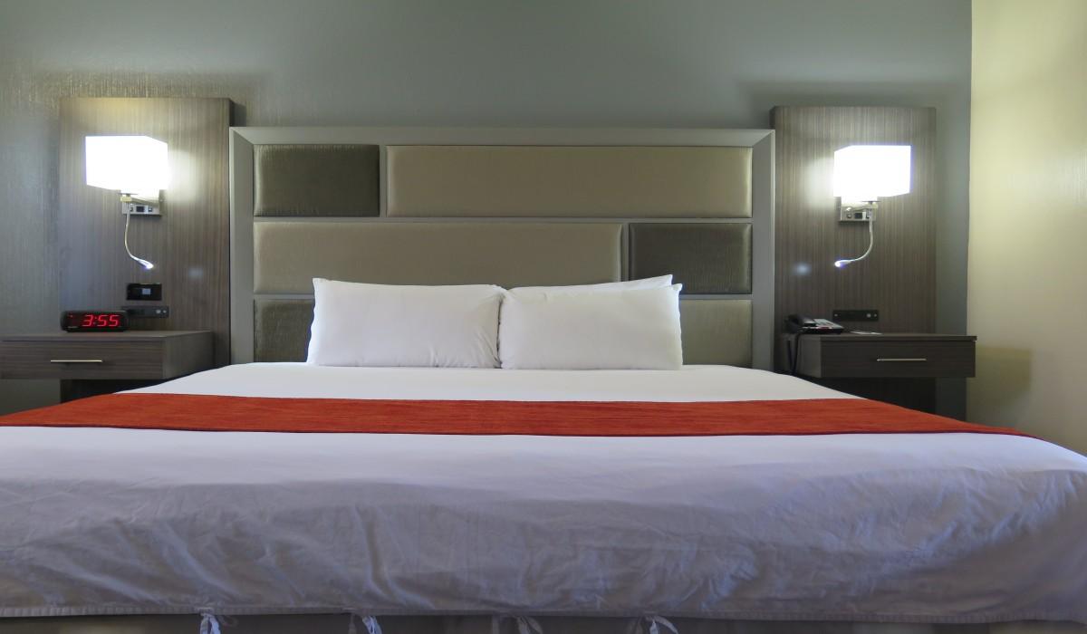 Bonanza Inn Guestrooms - King Room at Bonanza Inn