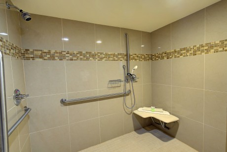 Bonanza Inn Guestrooms - Accessible Private Bathroom
