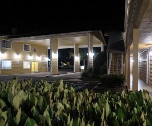 Bonanza Inn Yuba City at Night - Check In Portico at Bonanza Inn Yuba City