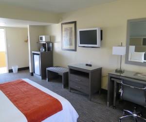 Bonanza Inn Guestrooms - Contemporary King Room with Flatscreen TV