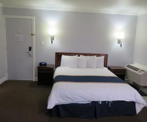 King Bedding at Bonanza Inn Yuba City